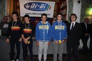 I giovani atleti della Can. Roma insieme alla Can. Varese ed al Pres. FIC Piemonte Mossino