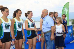 Il presidente lombardo Giorgio Bianchi premia le sue atlete