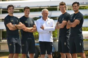 Il 4 senza e l'allenatore Andrea Coppola (foto Perna)